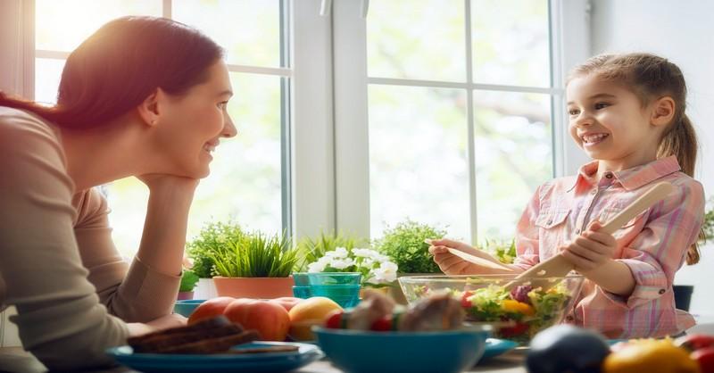 Jak naučit vaše děti zodpovědným stravovacím návykům