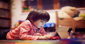 Čas trávený před obrazovkou: Jak vytvořit v rodině funkční pravidla pro sledování médií