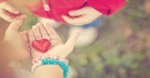 10 způsobů, jak naučit své malé děti laskavosti
