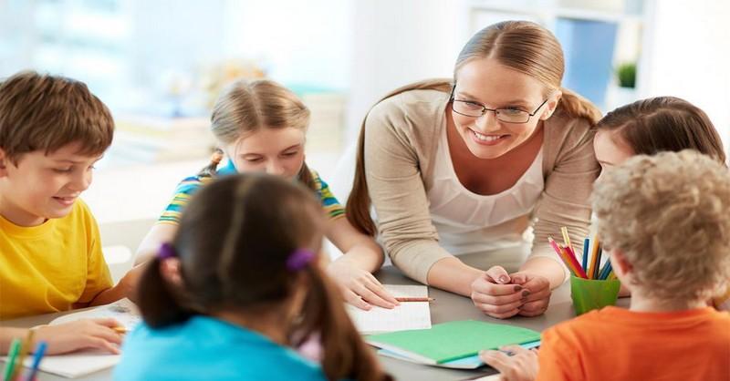 """Proč špatná školní politika odrazuje děti od toho, aby měly """"nejlepšího přítele"""" ve prospěch inkluze"""