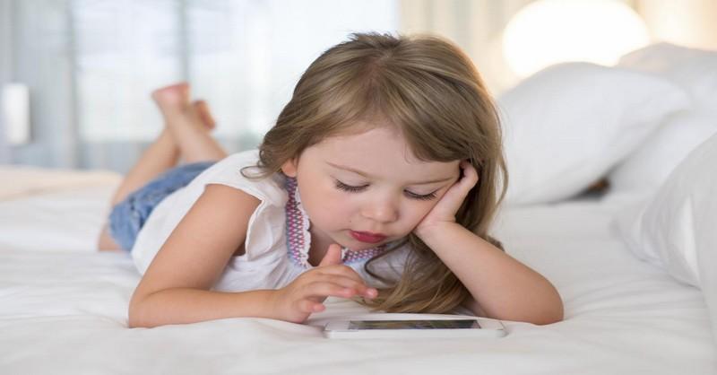 """Smartphone: Kdy je dítě příliš mladé a co dělat poté, co řeknete """"Ano"""""""