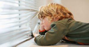 Kdy je dítě připraveno na to, aby zůstalo doma samotné?