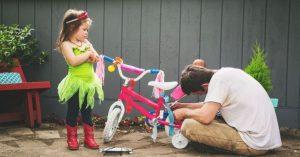 Proč je důležité nechat své děti dívat se, když bojujete s nějakou úlohou