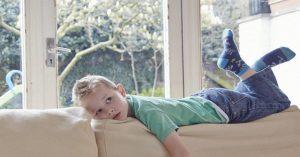 Deset věcí, které je třeba zvážit předtím, než necháte své dítě poprvé doma samotné