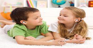 Dříve, než necháte své děti používat špuntová sluchátka, přečtěte si tohle