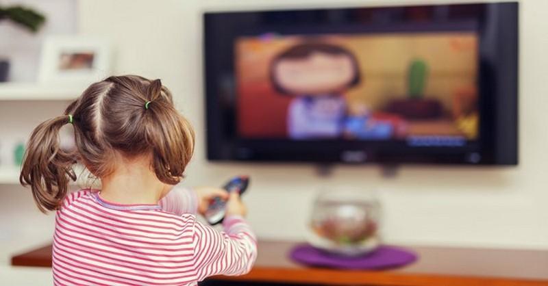 """""""Televize"""" versus čtení: Jak ovlivňují mozek vašeho dítěte"""