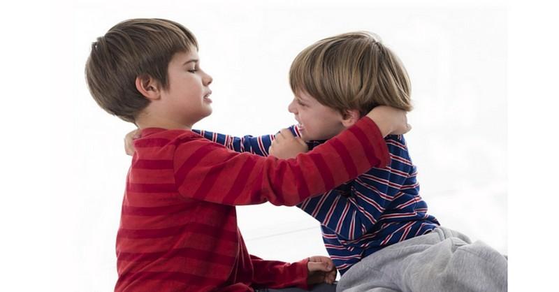 10 kroků, jak naučit dítě, že bít jiné děti se nemá