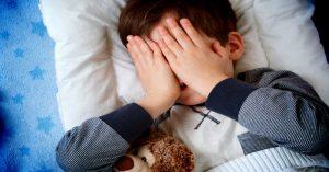 Nechtějí jít děti večer spát? Přestaňte dělat tyto 4 zásadní chyby!