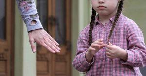 Jak přimět děti k tomu, aby nás (i bez křiku) poslouchaly