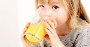 Proč by děti vůbec neměly pít džus