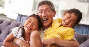 Chtěli byste, aby vaši rodiče žili co nejdéle? Studie našla jednoznačné řešení