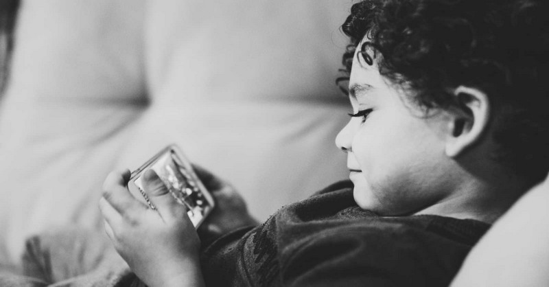 """Když si dítě stěžuje, že je """"jediné"""", které nemá mobil"""
