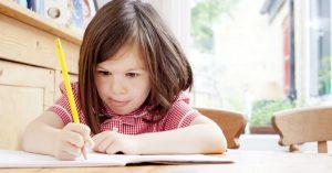 Jak přestat dělat domácí úkoly za vaše dítě a nezbláznit se