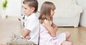 Sourozenecká rivalita: Moje děti jsou stále v sobě. Jak jim pomoci?