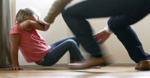 Doktoři varují: Takto vaše děti ovlivňují fyzické tresty