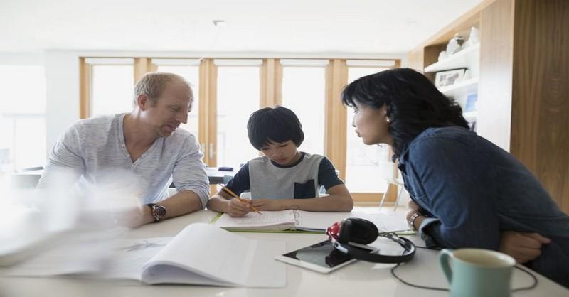 Toxické projevy v partnerství, které ubližují dětem